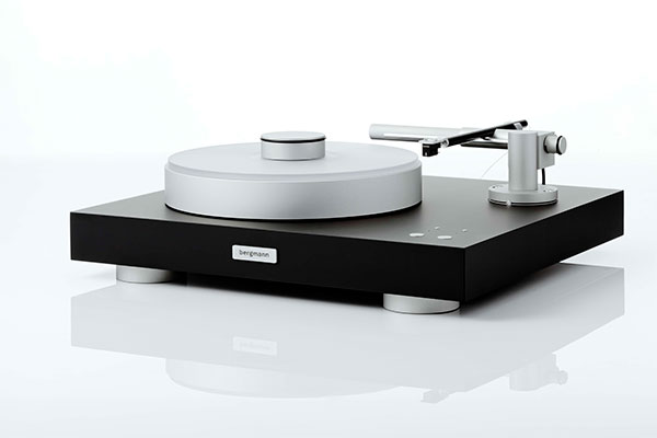 Magne Turntable in black