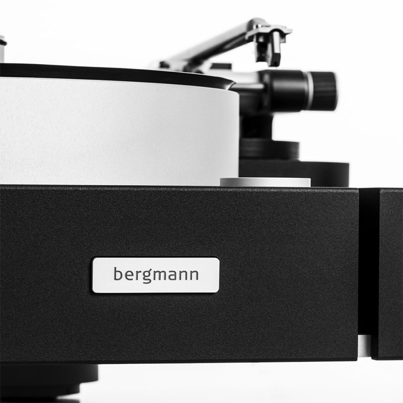 BergmannAudio_Galder_turntable-tonearm Closeup With Logo