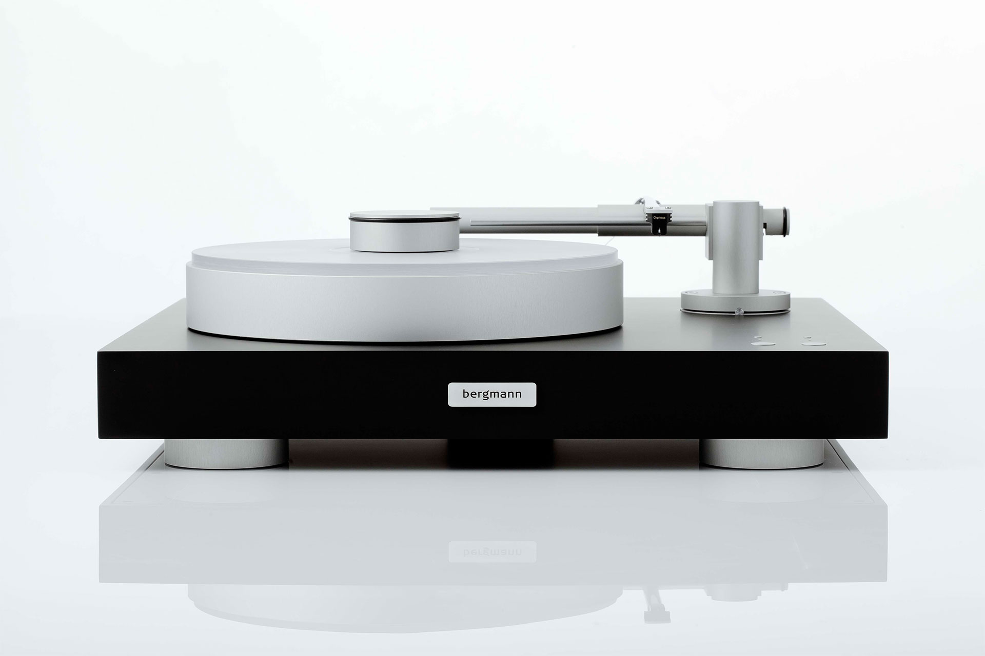 Magne Turntable With Tonearm From Bergmann Audio