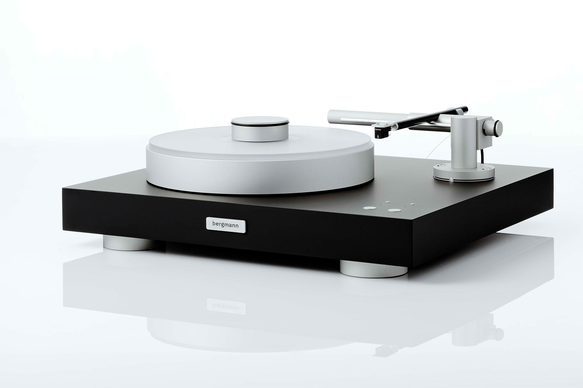 Magne turntable and tonearm black edition design by BergmannAudio