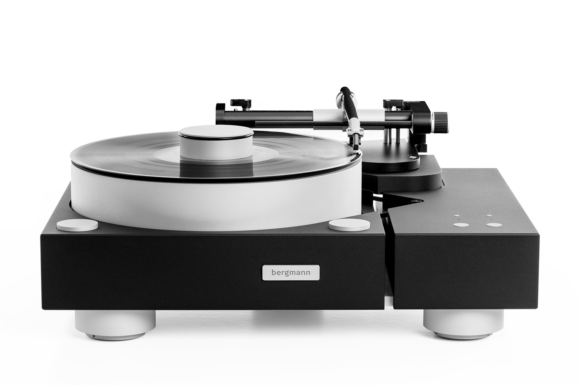 Bergmann Audios Galder turntables in black edition with tonearm - The perspective is angled from the top